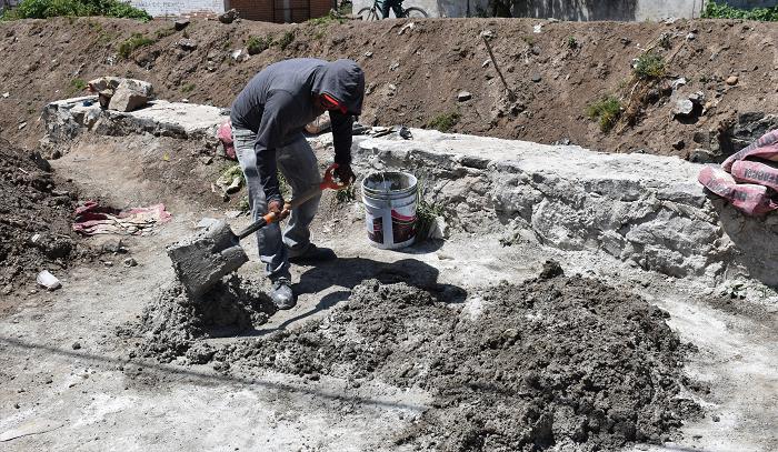 Construye ayuntamiento municipal muro de contención en Malacatepec