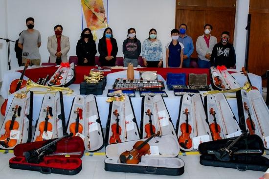 Entrega Lupita Daniel, 40 instrumentos musicales para la Orquesta Sinfónica