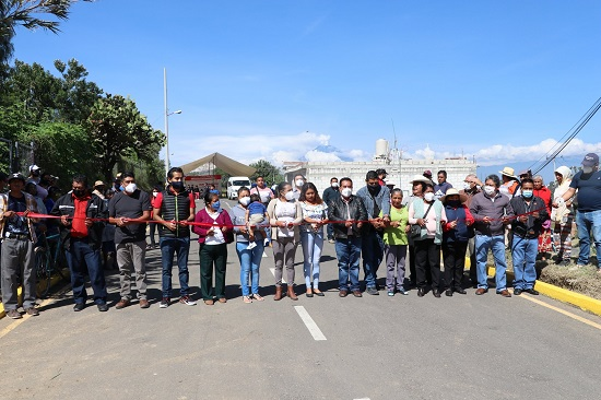 Inauguran calle en Ocoyucan