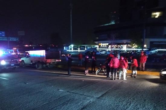 SSPTM DE SAN ANDRÉS BRINDA APOYO EN ACCIDENTE VIAL SOBRE VÍA ATLIXCÁYOTL