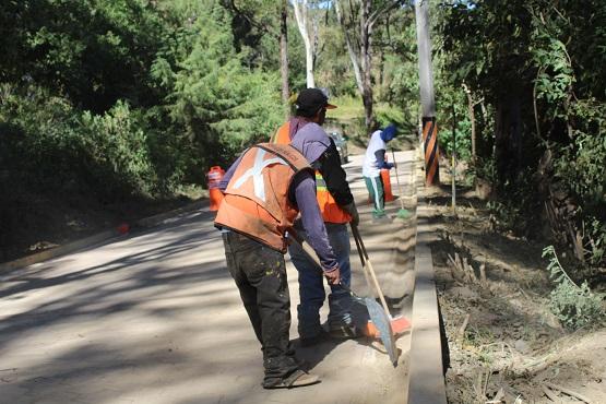 Realiza Ayuntamiento de Ocoyucan mantenimiento de caminos