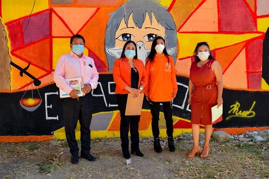 Premia Lupita Daniel a los ganadores del concurso Pinta de Murales: No Violencia contra la Mujer