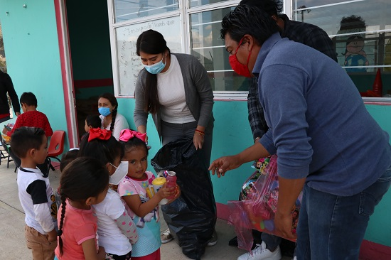 Entrega Antorcha juguetes en Coltzingo