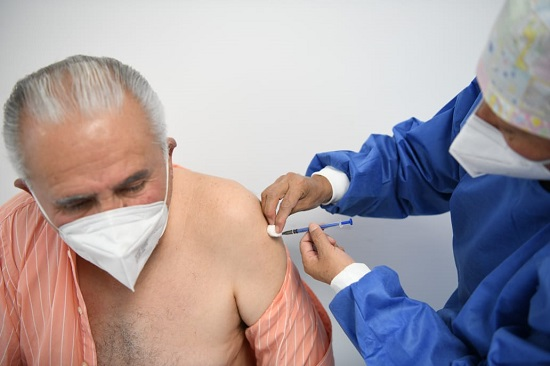 Amplía Sector Salud plazo para la vacuna en adultos mayores de 60 años
