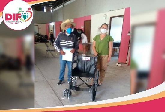 DIF de Oocyucan entrega silla de ruedas